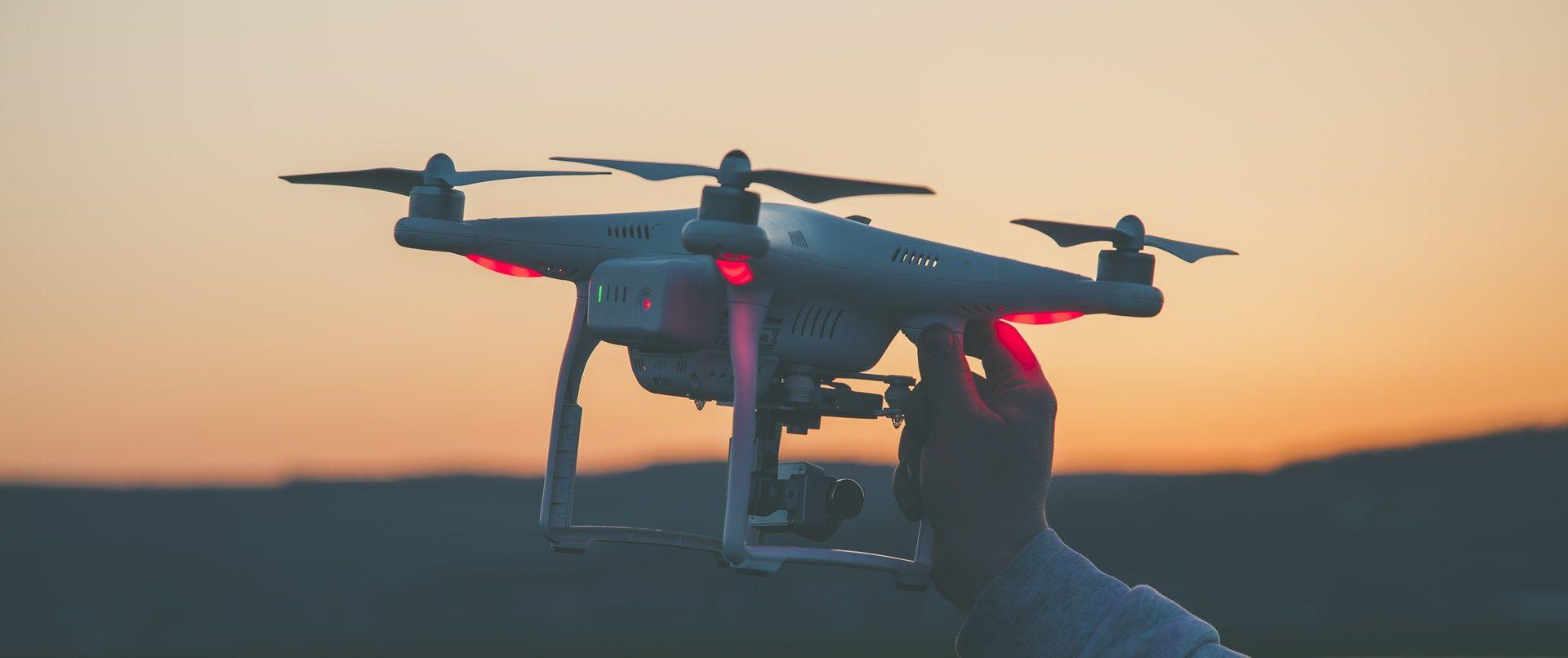 Regras da ANAC para pilotar drone