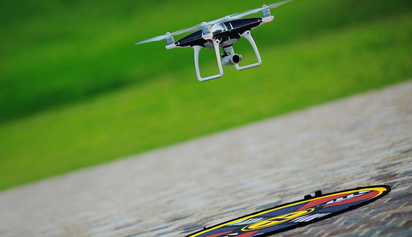 drone lading e1543939559286 - Como pilotar um drone: guia do iniciante